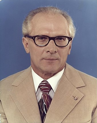 Bundesarchiv_Bild_183-R1220-401,_Erich_Honecker.jpg
